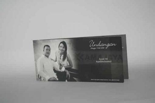 Cover Undangan Hitam Dewi - Deni