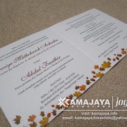undangan pernikahan warna orange daun kanada devi faathir