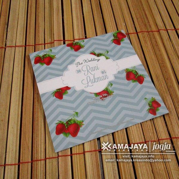 Undangan Desain Buah Strawberry Kartun