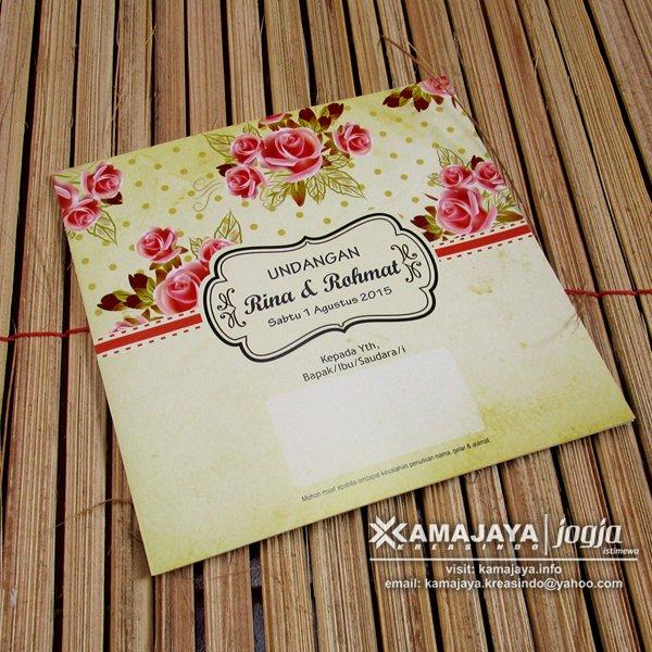 Undangan Pernikahan Warna Krem Motif Bunga